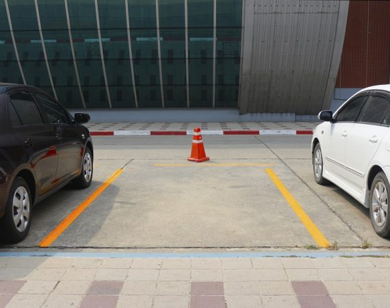 How to park a car well?
